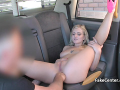 Blonde milf enjoyed anal in taxi