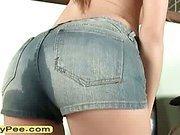 Teen Avril Sun pee on jeans panty