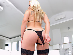 Blonde beauty Nina Trevino enjoys her very first doube fuck