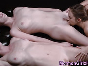 Teen mormon eats pussy