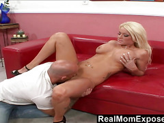 RealMomExposed  Amber Kentucky Its Finger Lickin Good