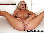 Peeing girls and piss porn at peeandwet 95