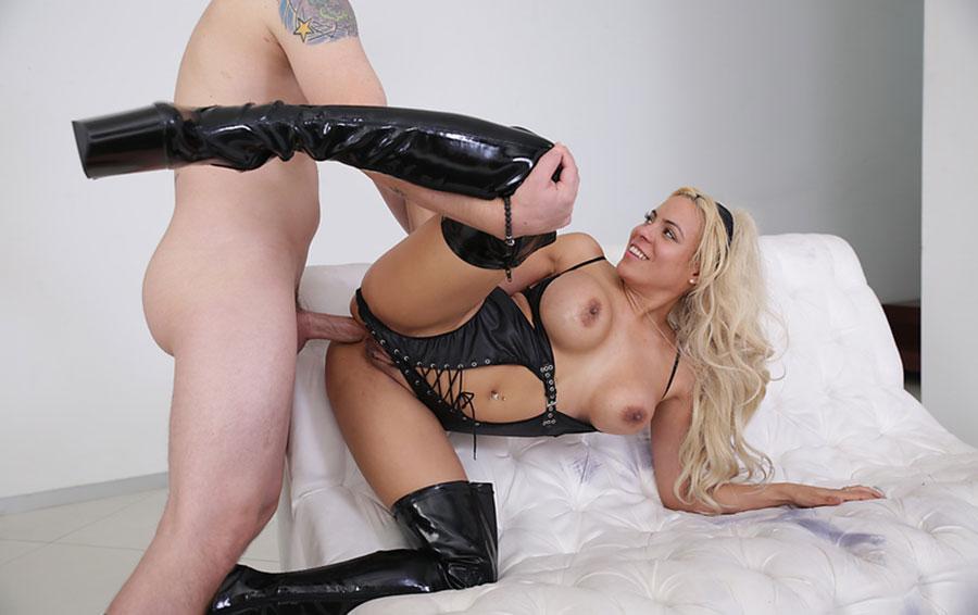 Bound Heels Latex Girl Leonie Saint Gets Dildo Fucked Yuvutu 1