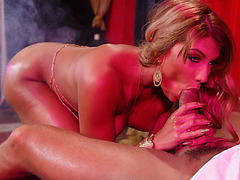 Bellydancer Mercedes seduces Ramon by shaking her luscious butt