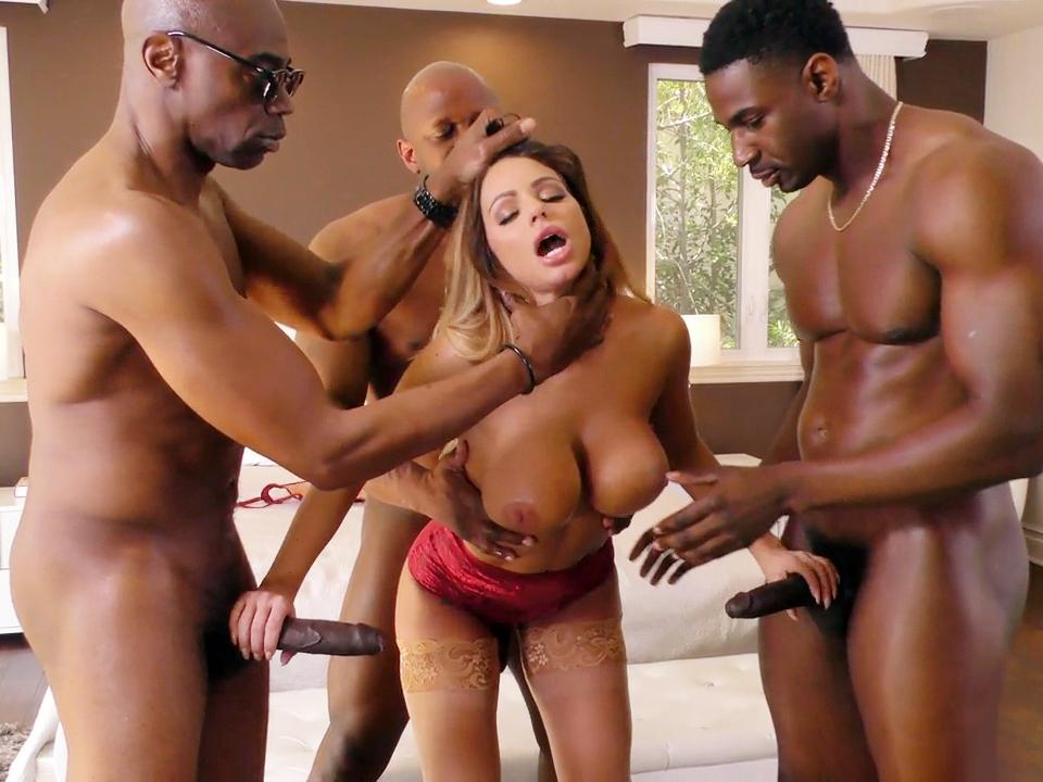 Видео голых бруклин чейз порно толпа
