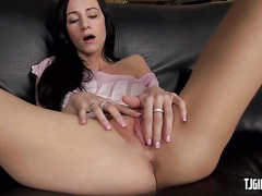 Beautiful chick drilling her pussy with a dildo