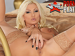 Pornstar MILF Brittany Andrews fingers her shaved pussy