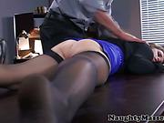 Handjob loving babe licked out