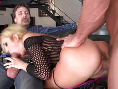 Blonde pornstar Amy Brookes ass is filled with anal douple penetration