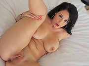 Brunette and gorgeous Noelle Easton gets fucked in 3D audio by bf