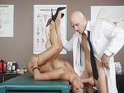 Peta Jensen gets fucked moans delighfully during her first orgasm