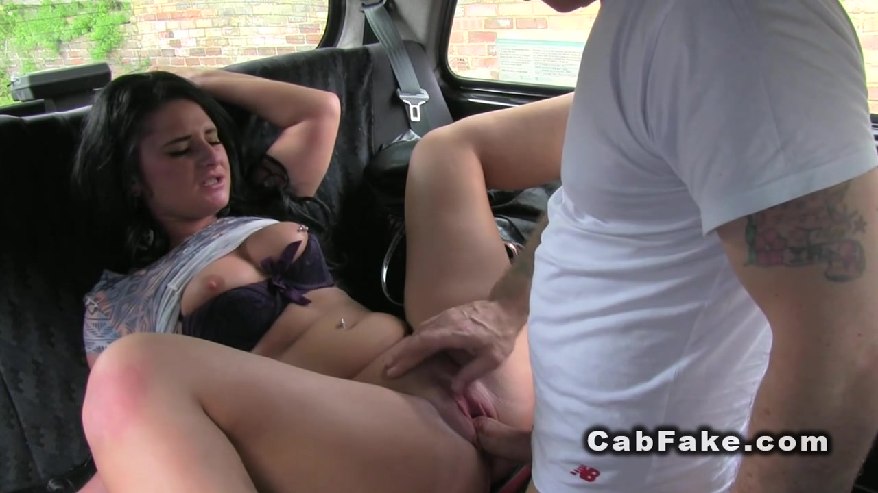 Fuck the taxi driver for free ride cherry kiss
