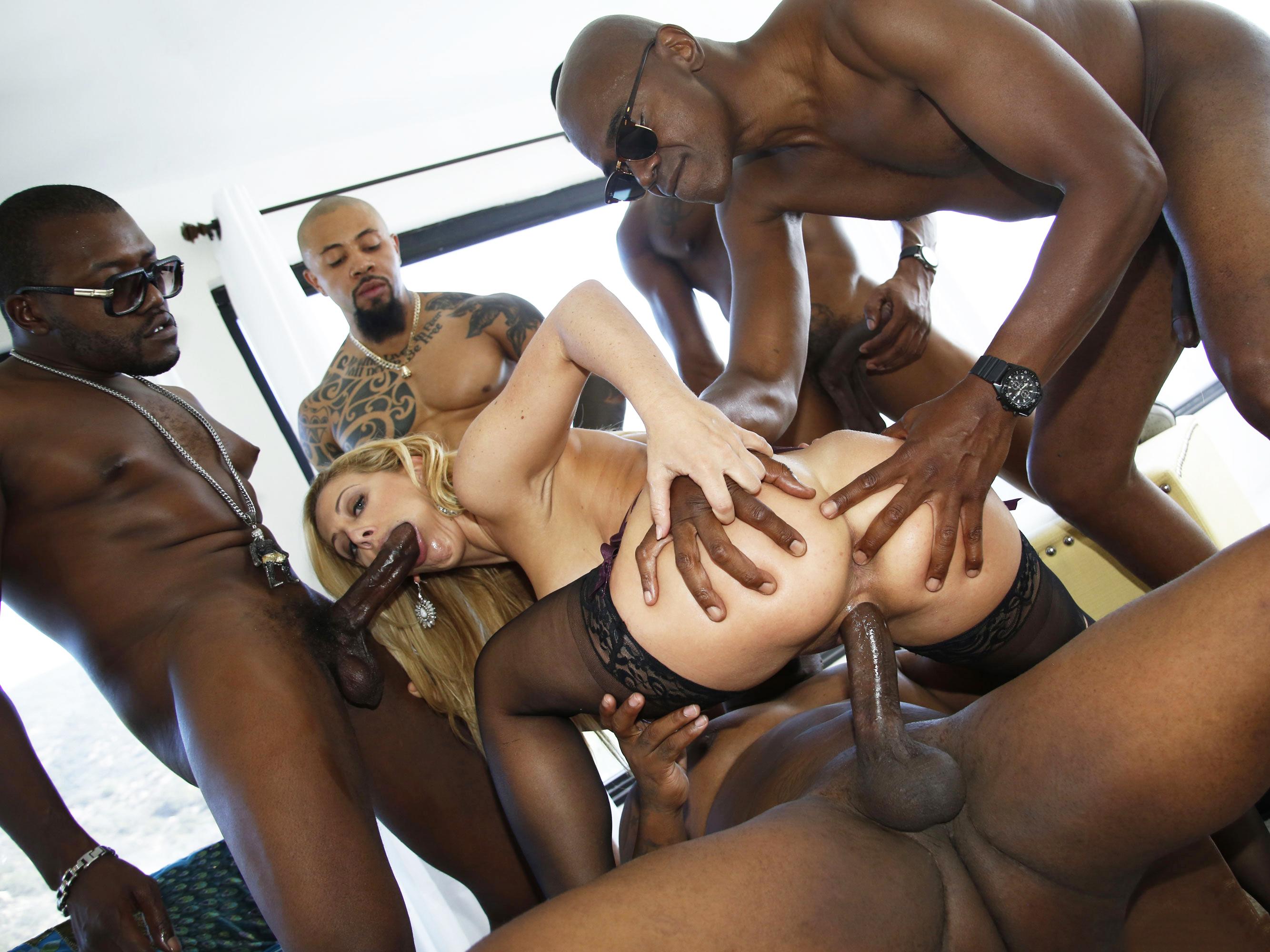 Порно групповое много черных хуев — photo 9