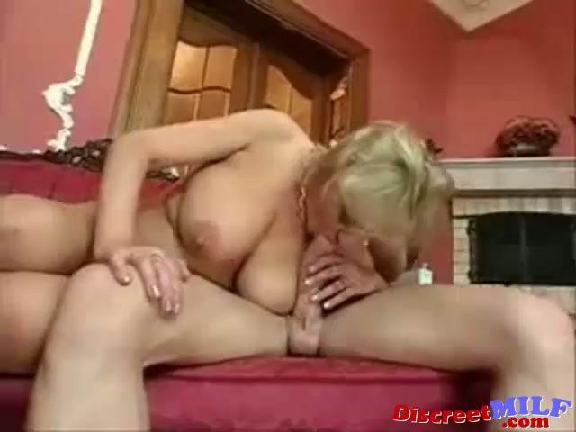 Lesbička v koupelně porno